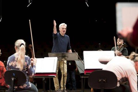 Sjefsdirigent for Bergen Filharmoniske Orkester, Edward Gardner er utrolig stolt over den gjeve nominasjonen og bredden i arbeidet til Bergen Filharmoniske Orkester.