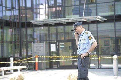Stasjonssjef ved Bergen sør politistasjon, Torgils Lutro, snakket i telefonen store deler av tirsdag ettermiddag.