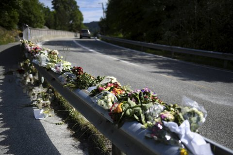 En el-bil frontkolliderte med en buss i Steinsvikvegen ved Sørås tirsdag morgen. To omkom i ulykken.