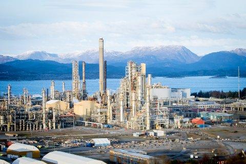 Equinor Mongstad reduserte utslippene med 330.000 tonn CO2 i 2019. Dette er rundt 20 prosent av den totale reduseringen i Norge same år. Arkivfoto