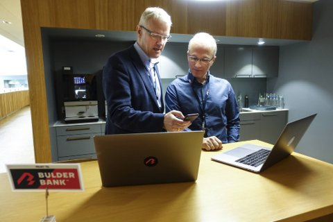 Banksjef Torvald Kvamme og produktutviklingssjef Pål Nielsen i Bulder Bank har nå passert tre milliarder kroner i digitale utlån. De mener sikkerheten er god nok, og stoler på datamaskinens kundevurdering.