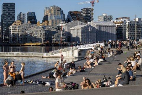 Folk i Oslo koser seg. Sjøen er ren, og bussene i Bergen får drivstoff.