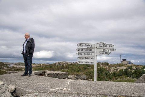 Gjermund Hagesæter synes det er morsomt at det er kortere fra Fedje til Shetland enn til Oslo . – Jeg har funnet en helt ny ro her ute, sier den gamle Frp-nestoren, som er blitt rådmann på Fedje.