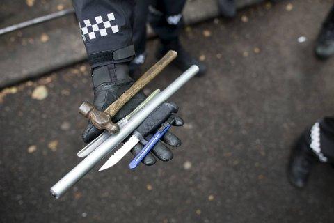 -  De fleste bærer kniv for å beskytte seg selv., forteller Thomas Natland. Bildet viser et beslag gjort i 2019.