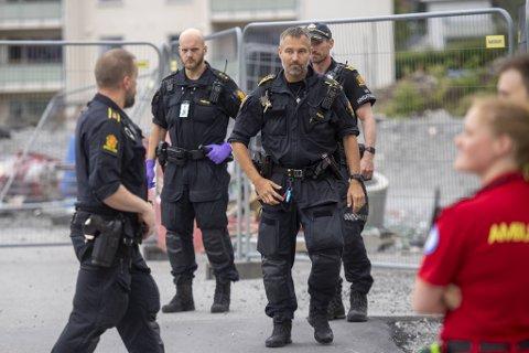 Det ble sendt store ressurser fra politiet og helsevesenet til stedet. Foto: Emil Weatherhead Breistein