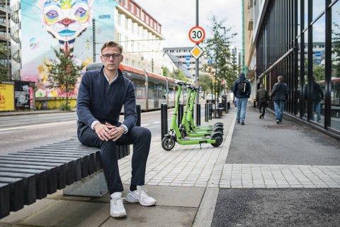 For å styrke trafikksikkerheten og redusere antall skader håper Henrik Pettersen Sunde og Ung i Trafikken at samferdselsministeren stenger for el-løperhjulutleie deler av døgnet.