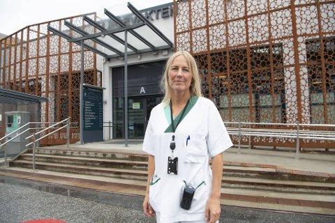 Fungerende legevaktsjef Annette Corydon sier de merker at folk har vært i utlandet nå.