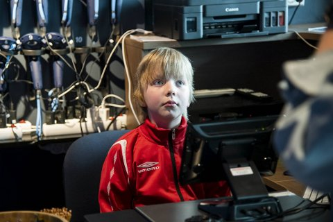 Thomas Herm (10) fikk en forretningsidè som faren ikke kunne motstå. - Det er pappa som er sjef, men jeg er flink med PC så jeg kan hjelpe litt til jeg også. Kanskje blir jeg sjef her når jeg blir stor, sier tiåringen.