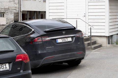 Sjekk hva slags bilskilt Andreas Grimelund i Saltimport har krydret kjøretøyet sitt med.