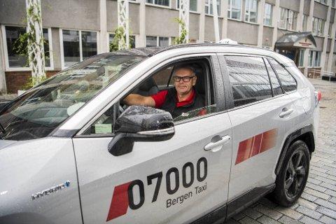 John Skarvatun er sjåfør og drosjeeier i Bergen taxi. Han sier at han har hatt en periode med mye jobb i det siste.