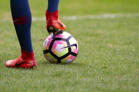 – Kan jeg ikke bare få spille fotball, spør en ung, sliten, breddespiller. FOTO: NTB/SCANPIX