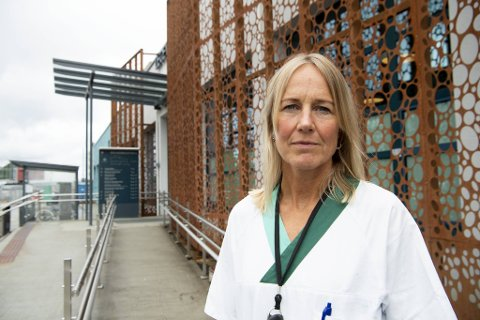 Fungerende legevaktsjef Annette Corydon forteller at det nå er totalt 600 som har fått påvist koronasmitte i Bergen.