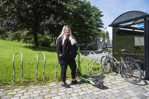 Elin Marie Berg (27), Nordnes: – Man kommer seg lett og raskt frem. I og med at bybanen ikke går hele veien inn til byen, så er det veldig fint for meg at de kan brukes nå.