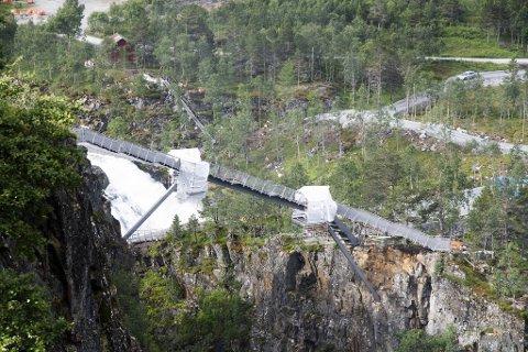 Den nye trappebroen ved Vøringsfossen skal stå klar i august.