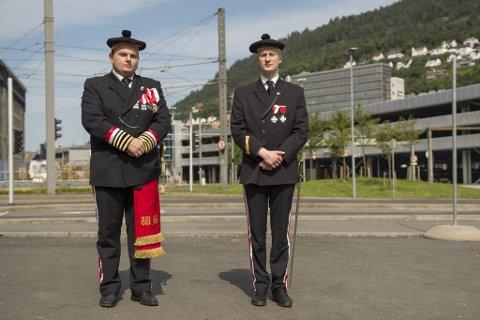 André Hovland Gundersen og Benjamin Landsvik fra sjefsrådet til byens buekorps avkrefter at de kommer til å stille til motdemonstrasjonen mot Sian lørdag 22. august.