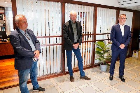 Fellesforbundets leder Jørn Eggum (t.v.), Norsk Industris leder Stein Lier-Hansen (i midten) og riksmekler Mats Wilhelm Ruland har den siste tiden sittet i mekling for å komme fram til en overenskomst i frontfaget.