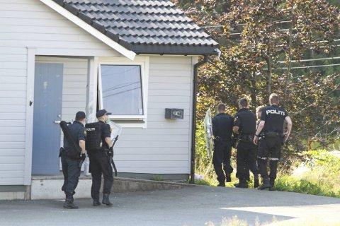 Store væpnede styrker deltok under pågripelsen av den tidligere volddømte 24-åringen.