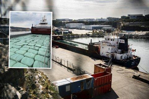 Skipet, som kommer fra Storbritannia, er lastet med 2700 pressede plastballer med restavfall. Så blir det til fjernvarme for bergenserne.