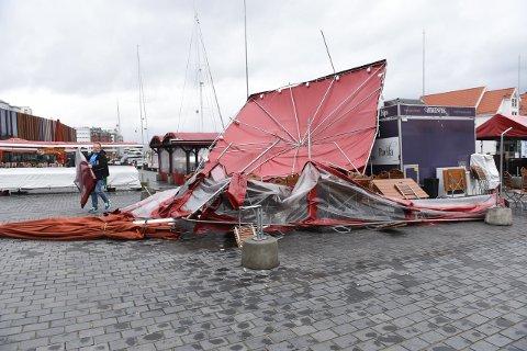 Frode Sekkingstad (bildet) og Harald Strømsnes opplevde alle torghandleres skrekk idet de åpnet ved 09-tiden lørdag.