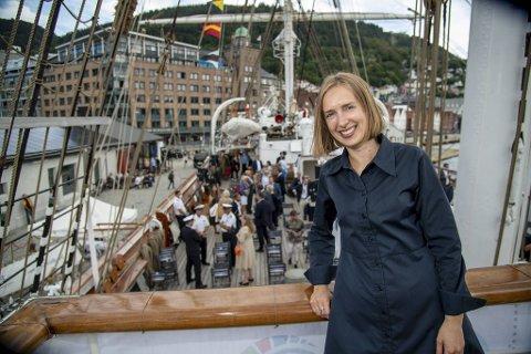 – Mange reiselivsbedrifter har hatt en god sommer fordi vi har reist i eget land. Men staten kan ikke kompensere for manglende turister de neste årene, sier næringsminister Iselin Nybø.