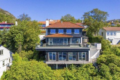Boligen i Lille Starefossveien er til salgs for nesten 24 millioner kroner.