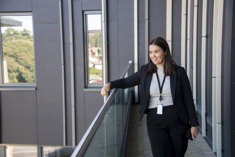 De nye leilighetene på Sandsli er på rundt 60 kvadratmeter, med egen altan. - Her kan man bo som hjemme, sier enhetsleder Elisabeth Heggholmen Søreide.