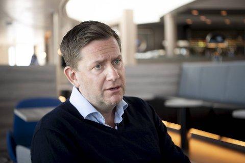 Konsernsjef Daniel Skjeldam møtte BA ombord i MS «Finnmarken» da Hurtigruten seilte for første gang etter pandemien 16. juni.
