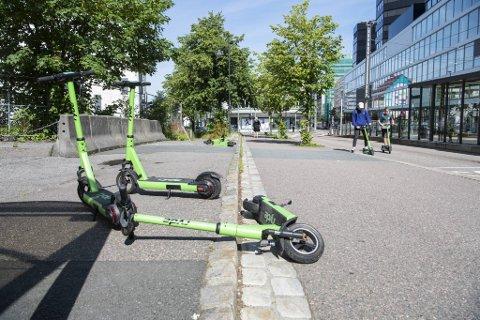 Kommunen hanker inn løperhjul som står feilparkert. Nå krever byrådet et tydelig svar på om det virkelig kan være tillatt å drive løperhjul-virksomhet uten kommunens tillatelse.