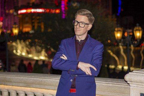 Mikael Hedné har reist til Las Vegas for å vise frem sine magiske triks på TV-show.