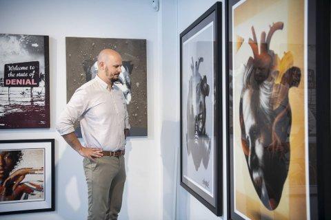Gategalleriets eier og daglige leder, Christer Holm, er spesielt opptatt av å fremheve lokale kunstnere, og/eller kunstnere som bruker Bergen i verkene sine.