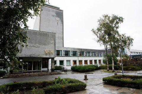 Norges Handelshøyskole (NHH) skal være rammet av et stort datainnbrudd, skriver Dagens Næringsliv.