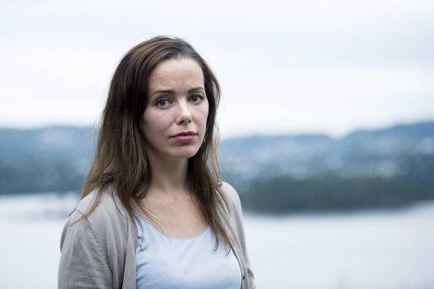 Kvinnene som ble lurt av «kjæreste-svindleren» er preget av måten han ble avslørt på sist, gjennom avskjedsbrevet til en trebarnsmor fra Bergen. Krisepsykolog Heidi Wittrup Djup mener vi må tenke nytt om svindelofre og redusere skam og stigma.