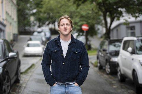 – Jeg vil få useriøse utleiere til å skjerpe seg. Samtidig vil jeg vise frem hvor mange flinke utleiere som finnes, sier Fabian Johannessen. På nettsiden Revju kan leieboere legge inn anmeldelser av sine leieforhold. Hittil er det klart flest anmeldelser i Bergen.