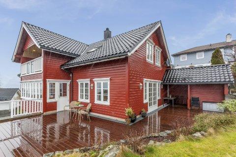 Lene Flaaris Johansen solgte tidligere i år Saudalskleivane 31 for 8,3 millioner kroner. Det er 100.000 kroner over prisantydning. For meglertjenestene betalte hun i overkant av 30.000 kroner.
