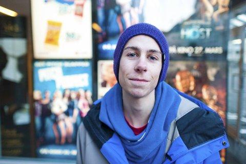 Sebastian Seterås (21) ble funnet liggende død på bakken utenfor en høyblokk i Fyllingsdalen.