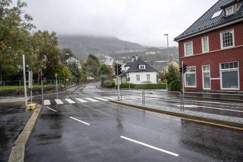 I krysset på Kronstad forteller Vilming at bilen hennes ble angrepet av en syklist.