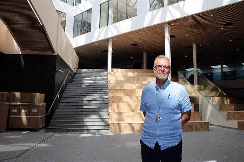 Jens Petter Storheim er rektor ved koronarammede Åsane videregående skole.