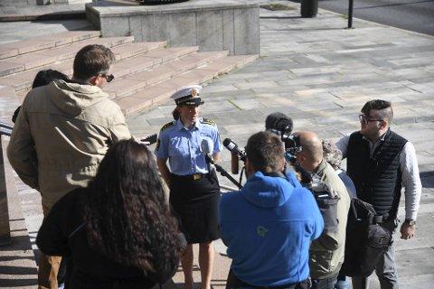 Politiadvokat Sigrid Sulland møtte pressen utenfor politihuset onsdag ettermiddag.