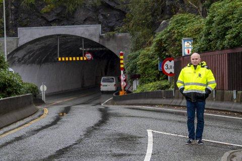 Regionleder i Norsk Lastebileierforbund, Jan Ove Halsøy, mener skiltingen av høyde før Løvstakktunnelen er uten verdi.