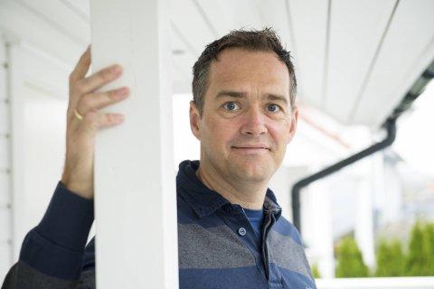 Kjetil Myrlid Aasen har ved siden av forretninger vært aktiv som fotballtrener i Hovding og i sjakklubben på Haukås.