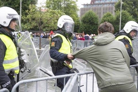 Politiet mener omstendighetene rundt bråket under Sian-demonstrasjonen i august er svært alvorlige.