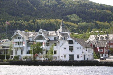 Kvam og kommunesenteret Norheimsund er hardt rammet av korona denne uken. Thon Hotel Sandven (bildet) er stengt.