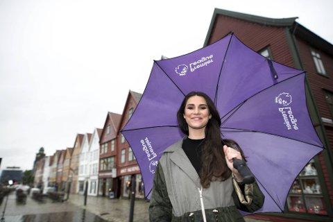 Bergen varter opp med regn for å hilse den hjemvendte                                                                                              sportsreporteren Ingrid Halstensen i TV 2 velkommen tilbake til et liv mellom de syv fjell.