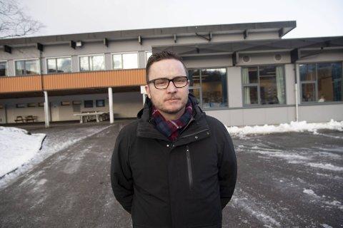 Rektor Lars Jørgen Pedersen ved Mjølkeråen skole oppfordrer skoler som opplever koronasmitte til aktivt samarbeid med Smittevernkontoret.