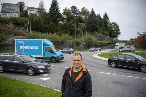 Magne Aspevik mener at trafikanter bør mer oppmerksomme og stanse dersom noen behøver hjelp.