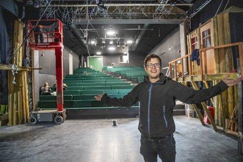 Jørn Kvist gleder seg til å vise frem et nyoppusset teater, men utsetter den store feiringen til 2021.