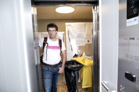 Lars Olav Gåsdal har travle dager ved koronahotellet, som fylles opp med stadig flere smittede studenter.