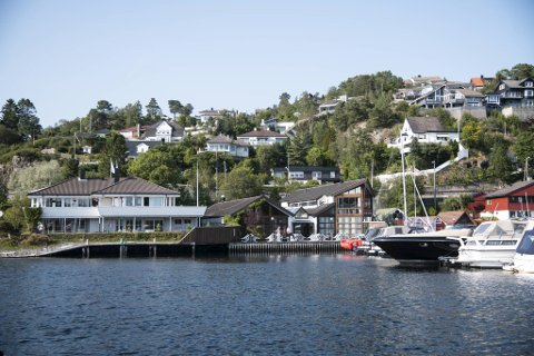 Odfjell hadde en intensjon om å bygge boliger der restaurant og selskapslokaler i dag står, men kommunen sa nei. Hva vil nå skje med tradisjonsrike Fagernes Yacht Club? - Nå bare forfaller det her, sier Inger Lerøy.