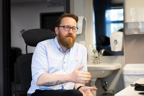 ADVARER: Avdelingsleder Egil Kaberuka-Nielsen i Etat for Helsetjenester advarer mot falske smittesporere.