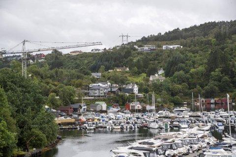 Mandag ble politiet varslet om innbrudd i tre eneboliger i området mellom Søreide og Grimstad i Ytrebygda.